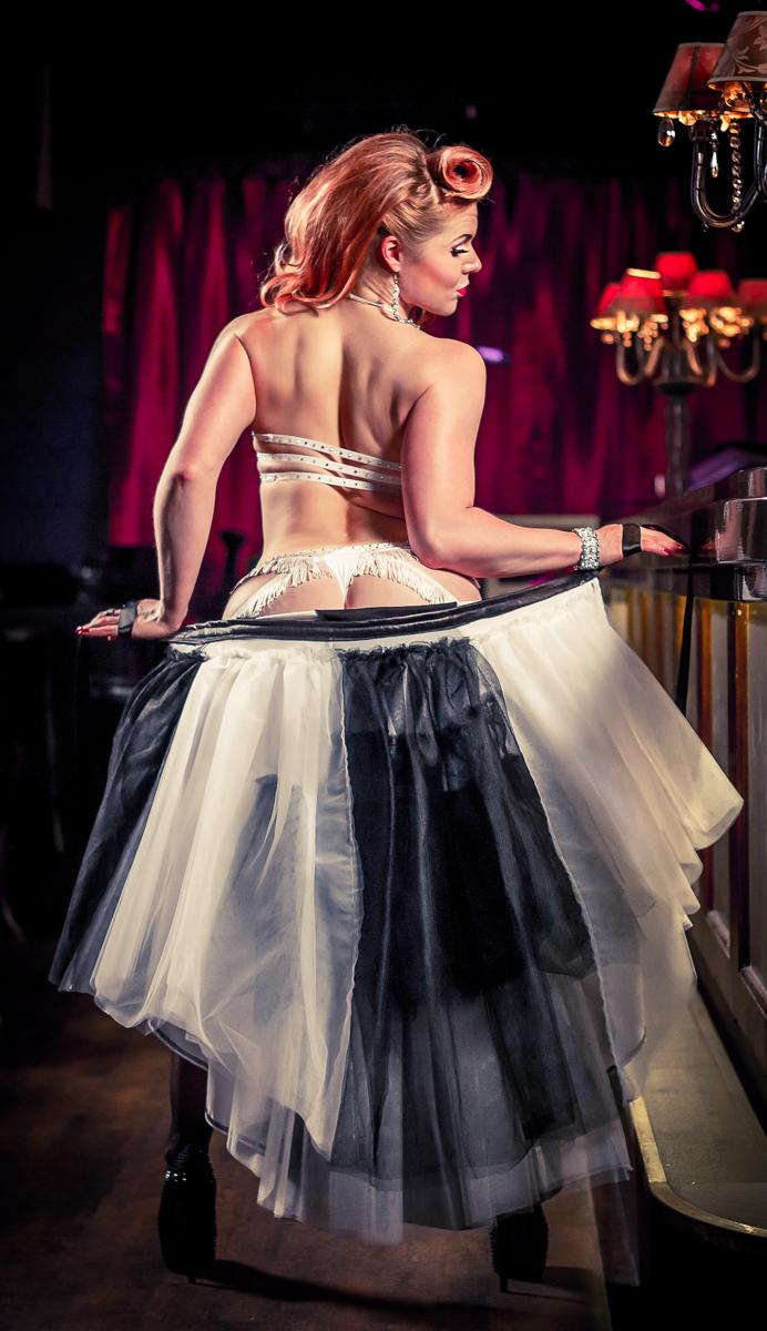 acrolicious burleski sirkus show booking