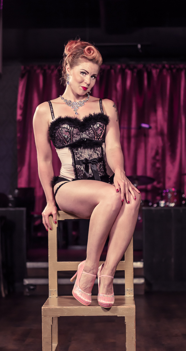 acrolicious burleski sirkus show teacher
